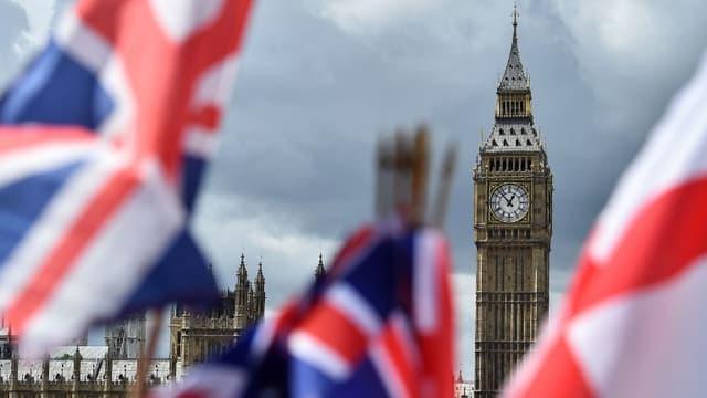 Des drapeaux britanniques flottent près de Big Ben à Londres en juin 2017 (image d'illustration)