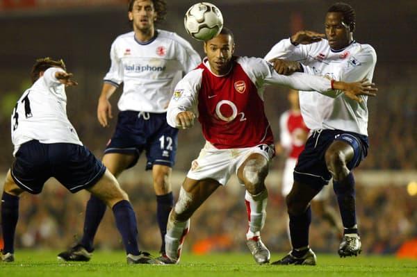 Thierry Henry (en rouge) avec Arsenal lors de la saison 2002/03 de Premier League
