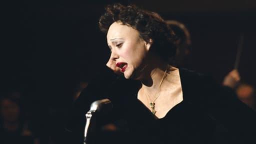 Marion Cotillard devait être maquillée 5 heures par jour pour interpréter Edith Piaf.