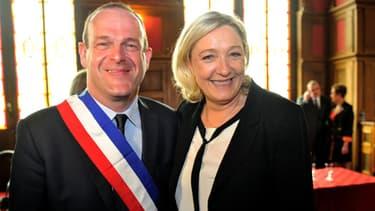 Steeve Briois a été élu formellement maire d'Hénin-Beaumont ce dimanche matin, sous le regard de Marine Le Pen.