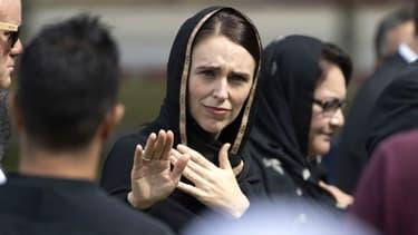 La Première ministre néo-zélandaise Jacinda Ardern a participé au rassemblement en souvenir des victimes de Christchurch vêtue d'un voile.