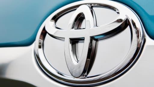 Grâce à la politique monétaire de la banque centrale japonaise, Toyota gagne automatiquement en compétitivité.