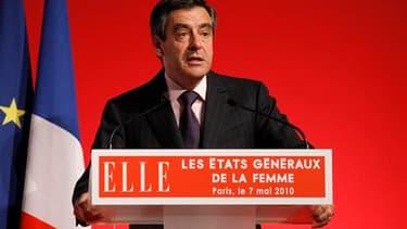 """Lors de la conclusion des Etats généraux de la femme, à Paris, François Fillon s'est prononcé pour l'instauration de pénalités """"insupportables"""" pour les partis politiques qui ne respectent pas la parité, afin que les Françaises soient mieux représentées d"""