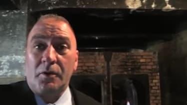 Le député américain Clay Higgins s'est filmé dans une chambre à gaz du camp d'Auschwitz.