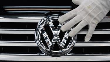 """Les États-Unis intentent une action judiciaire contre Volkswagen et ses filiales Porsche et Audi pour """"violation"""" des lois américaines antipollution. Matthias Müller, patron du groupe, se rendra aux États-Unis la semaine prochaine pour rencontrer """"des dirigeants politiques""""."""