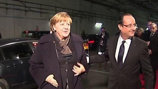 François Hollande accueille Angela Merkel à son arrivée au Stade de France mercredi soir.