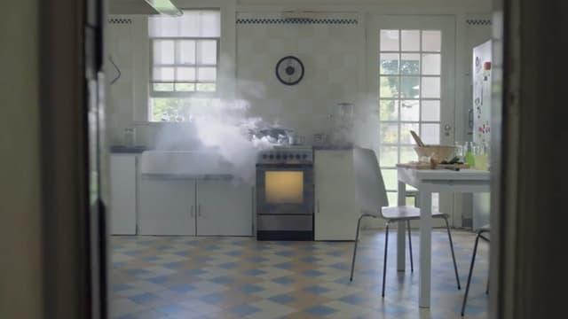 """Une image du spot publicitaire de France 3 """"où sont les femmes""""? Pas dans leur cuisine, donc."""