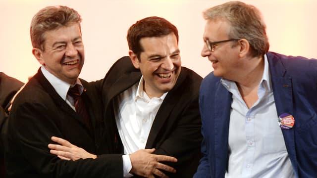 Le leader du parti de gauche Jean-Luc Mélenchon, le leader du parti de gauche radicale grec Syriza Alexis Tsipras et le secrétaire national du PCF Pierre Laurent, le 11 avril 2014.