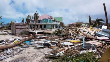 À Saint-Martin, près de 90% des bâtiments, dont 69% de logements, a été endommagé. Quant à Saint-Barth, les dégradations ont touché 70% du bâti de la ville dont 72% de logements.