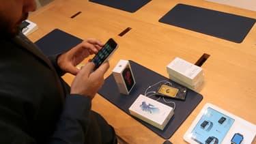 Pour Foxconn, qui assemble 70% de la production mondiale d'iPhone, la baisse des ventes se traduit déjà par une baisse de 5,5% de son chiffre d'affaires.