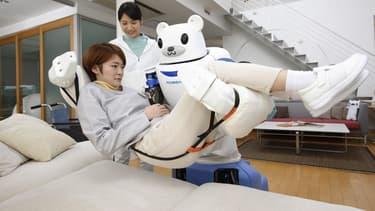 Au Japon, des instituts de recherche travaille sur des robots humanoïdes capables de prendre soin des personnes âgées