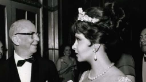 Gina Lollobrigida au côté de Roy Alexander, rédacteur en chef de Time Magazine, à New-York en 1963.