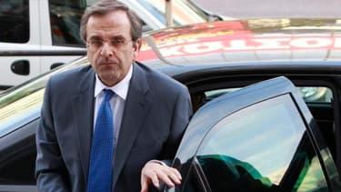 Le Premier ministre grec Antonis Samaras brandit la menace de la sortie de la Grèce de la zone euro si le Parlement ne votait pas le Budget 2013 et de nouvelles mesures de rigueur