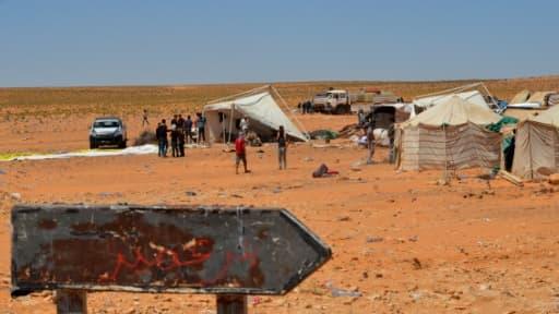 Rassemblement près d'une station de pompage de pétrole dans le secteur d'El-Kamour, à une centaine de km de Tataouine, au sud de la Tunisie, le 16 mai 2017