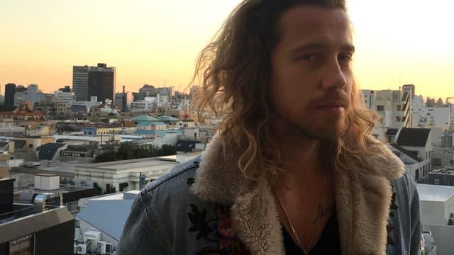 """Julien Doré a sorti son dernier album """"&"""" au Japon"""