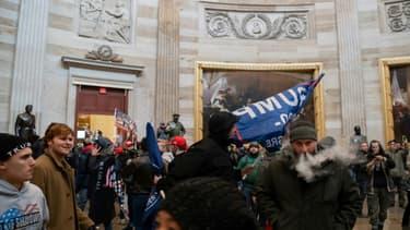 Des partisans de Donald Trump dans l'enceinte du Capitole, à Washington, le 6 janvier 2021