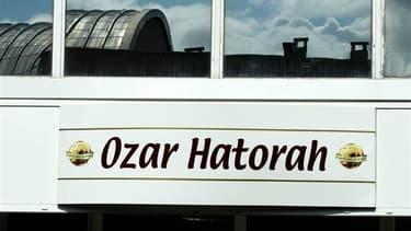 """La communauté juive de France, """"en deuil"""" après l'attaque d'une école juive Ozar Hatorah qui a fait lundi quatre morts, dont trois enfants, se veut prudente sur les causes de cette attaque sans précédent. Seule l'Union des étudiants juifs de France a immé"""
