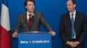 """Eric Woerth (à droite) lors de la passation de pouvoir avec François Baroin, qui lui succède au ministère du Budget. Le nouveau ministre du Travail et de la Fonction publique, Eric Woerth, a promis mardi de travailler à une réforme des retraites """"protectr"""