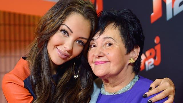 Nabilla Benattia et sa grand-mère Livia, dans les locaux de NRJ à Paris, le 21 octobre 2013.