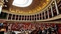 """Le Parlement français a procédé mercredi à un vote conforme sur le projet de loi dite """"règle d'or"""" qui prévoit d'inscrire l'équilibre des finances publiques dans la Constitution, une première étape. /Photo prise le 12 juillet 2011/REUTERS/Gonzalo Fuentes"""