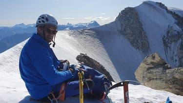Éric Woerth, en haut de l'Aiguille d'Argentière, le lundi 12 août en Haute-Savoie.