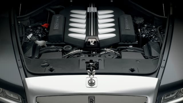 """Le """"Spirit of Ecstasy"""" et le moteur V12 deux caractéristiques indissociables de Rolls-Royce."""