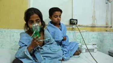 Des enfants soignés dans un hôpital de la Ghouta orientale, le 25 février 2018.