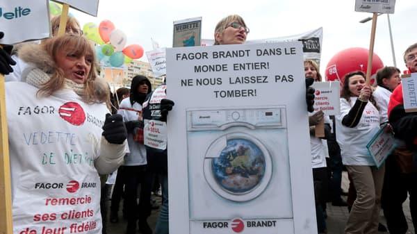 Des salariés de FagorBrandt manifestent, en novembre 2013.