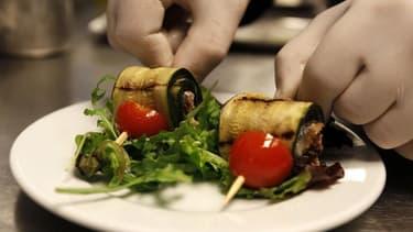 """L'appellation """"fait maison"""", qui pourrait faire son apparition sur les menus des restaurants français, est largement plébiscitée par les clients mais suscite beaucoup d'interrogations, voire de scepticisme, chez les professionnels. /Photo prise le 15 avri"""