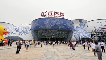 """Ouvert lors d'une fastueuse cérémonie, la """"Wanda City"""" de Nanchang (au sud-est de la Chine), accueille sur deux km2 un mall commercial avec cinémas interactifs, un parc à thème de 80 hectares, doté des """"plus hautes montagnes russes"""" de Chine."""