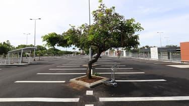 Lors des deux week end de manifestation des gilets jaunes, les parking de nombreux hypermarchés étaient vides