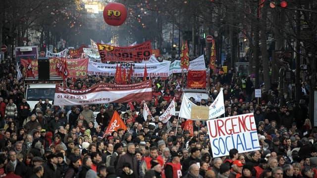 Manifestation, à Paris. Plus de 130 manifestations et rassemblements sont prévus mercredi en France à l'appel de cinq syndicats, en écho à la journée de mobilisation européenne contre l'austérité. /Photo d'archives/REUTERS/Mal Langsdon