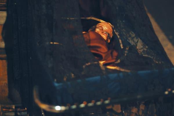Masques hyperréalistes, animatroniques et effets spéciaux: le spectateur est plongé dans un film d'horreur grandeur nature.