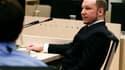 Au troisième jour de son procès, Anders Behring Breivik, l'auteur de l'attentat d'Oslo et du massacre de l'île d'Utoya qui ont fait 77 morts, s'est plaint mercredi d'être ridiculisé au tribunal et a demandé à ce que ses meurtres soient jugés comme un comb