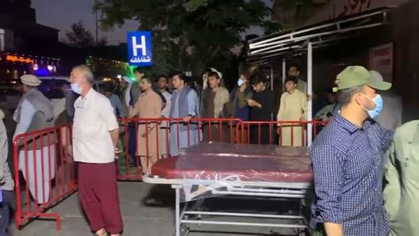 As primeiras vítimas no bombardeio contra os afegãos em frente ao hospital de Cabul foram admitidas.