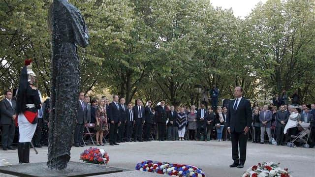 """Dans les jardins des Invalides, à Paris, le président François Hollande s'est engagé mercredi dans la lutte """"contre toutes les formes de terrorisme"""", qui fera l'objet d'un projet de loi tirant notamment les leçons des fusillades de Toulouse et Montauban,"""