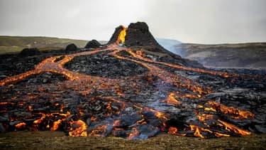 Le volcan Fagradalsfjall en éruption, le 21 mars 2021 en Islande