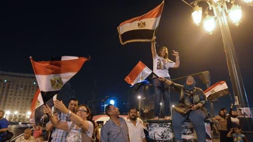 Des partisans du maréchal al-Sissi ont dansé et chanté au Caire, pour fêter la victoire assurée du candidat à la présidentielle égyptienne.