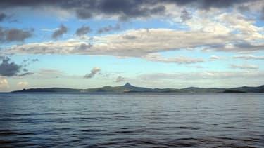Vue d'une côte de Mayotte depuis le large (image d'illustration)