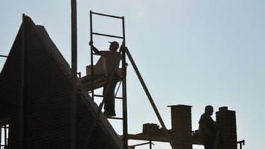 Après avoir durci sa législation, la France renforce les sanctions à l'encontre des entreprises qui emploient des travailleurs détachés de manière abusive.