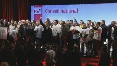 Une cinquantaine de manifestants de PSA Aulnay ont interrompu le conseil national du PS.