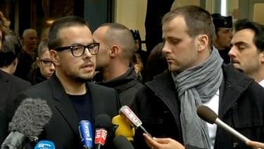 """Nioclas Demorand (lunettes), directeur de publication de """"Libération"""", peu après la fusillade dans le hall du journal."""