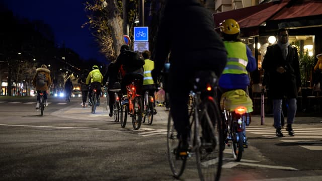 Des cyclistes à Paris en décembre 2019 (photo d'illustration)
