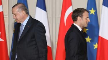 Les présidents turc Recep Tayyip Erdogan (G) et français Emmanuel Macron lors d'une conférence de presse conjointe à l'Elysée, le 5 janvier 2018 à Paris