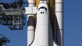L'agence spatiale américaine a prévenu que la navette Discovery ne décollerait pas avant le 3 décembre, le temps de trouver une solution aux fuites d'hydrogène qui ont retardé la mission. /photo prise le 5 novembre 2010/REUTERS/Scott Audette