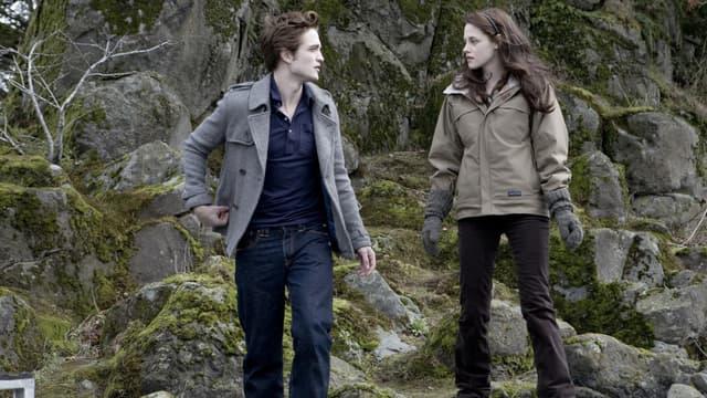 """Robert Pattinson et Kristen Stewart dans l'adaption cinématographique de la saga """"Twilight"""""""