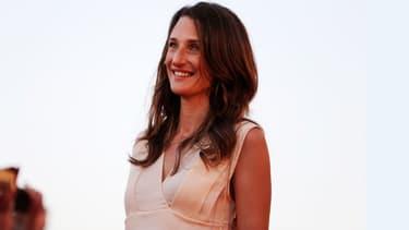 La comédienne Camille Cottin sur le tapis rouge de Cabourg, le 17 juin 2017.