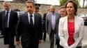 Nicolas Sarkozy entouré du ministre de l'Agriculture, Bruno Le Maire (à gauche), et de la présidente de la région Poitou-Charentes, Ségolène Royal, à La Rochefoucauld. Le président français, qui a visité une ferme de la région, a annoncé un plan d'aide po