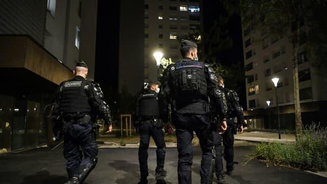 Des gendarmes patrouillent dans le quartier du Mistral à Grenoble, le 26 août 2020