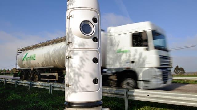 """Les poids lourds traversant le Nord Pas de Calais et la Picardie devront-ils s'acquitter d'une """"taxe transit""""?"""